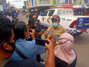 Para pedagang yang berjualan di Bahu Jalandi Pasar Induk ditertibkan