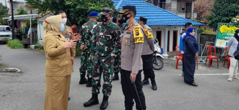 Sekda Pangkalpinang santuni salah satu korban Sriwijaya Air